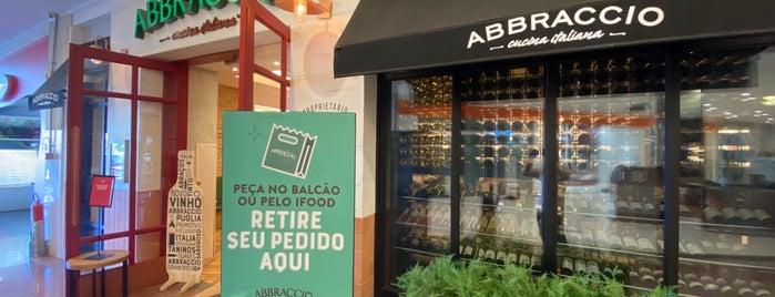 Abbraccio Cucina Italiana is one of สถานที่ที่ Fabiana ถูกใจ.