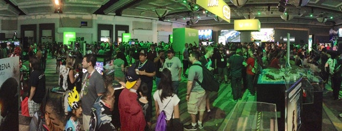 XBOX Lounge is one of Lugares favoritos de Zachary.