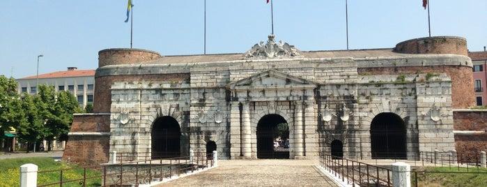 Porta Nuova is one of Lugares favoritos de Em.