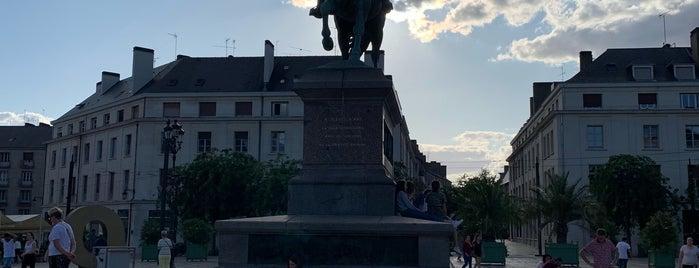 Jeanne d'Arc is one of Orte, die Tomek gefallen.