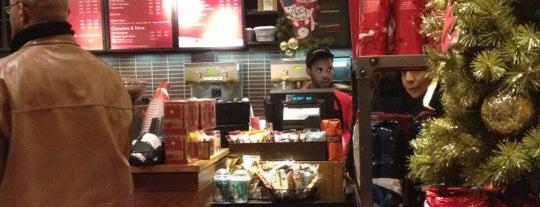 Starbucks is one of Lieux qui ont plu à Kellie.