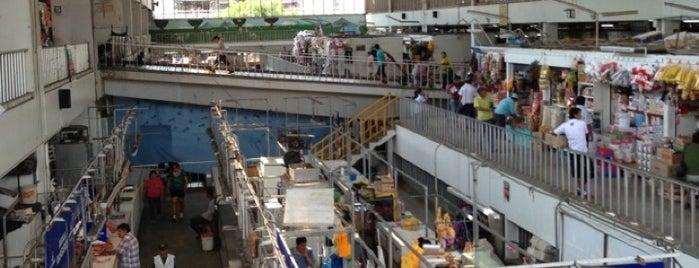 Mercado Central is one of Locais curtidos por Sebastian.