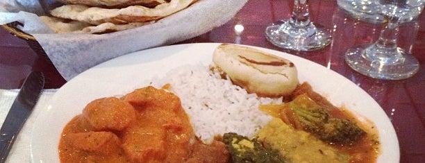 Tandoori Bite Indian Cuisine is one of สถานที่ที่บันทึกไว้ของ Lizzie.