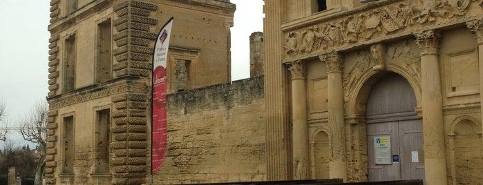 Chateau De La Tour D'aigues is one of Riann'ın Beğendiği Mekanlar.
