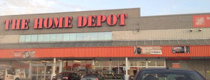 The Home Depot is one of Posti che sono piaciuti a Kellie.