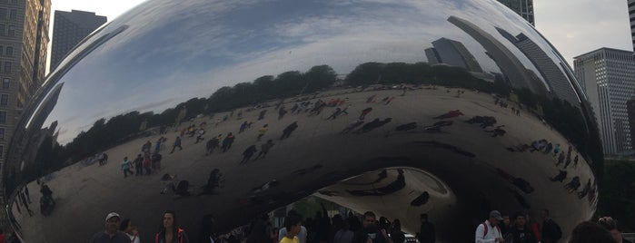 Cloud Gate by Anish Kapoor is one of Orte, die SooFab gefallen.