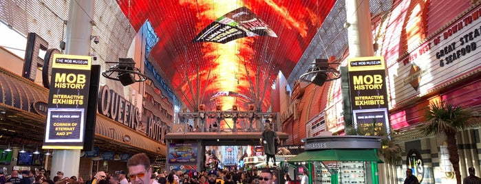 Fremont Street Experience is one of Locais curtidos por SooFab.