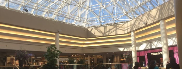 Lakeside Mall is one of Lieux qui ont plu à SooFab.