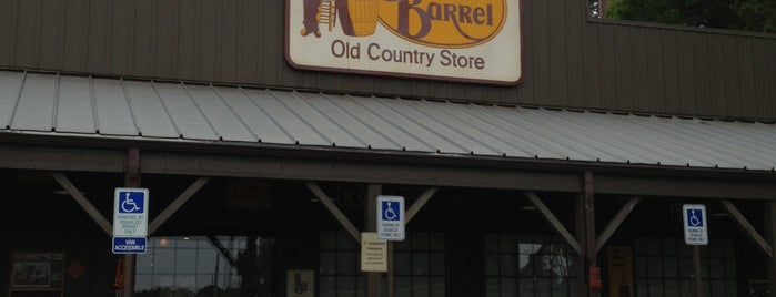 Cracker Barrel Old Country Store is one of Tempat yang Disukai Kawika.