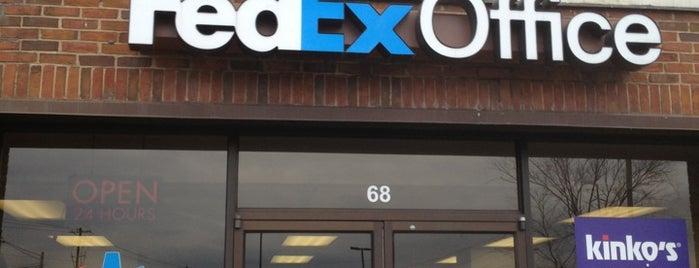 FedEx Office Print & Ship Center is one of สถานที่ที่ Barry ถูกใจ.