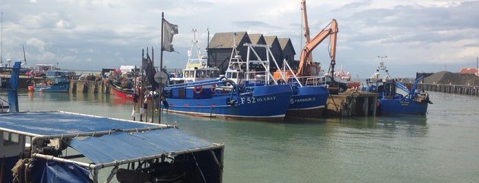 Whitstable Harbour is one of Tempat yang Disukai Henry.
