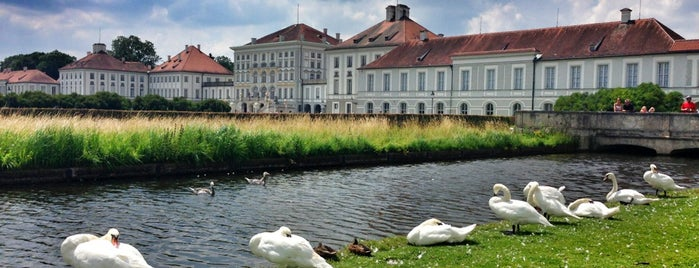Schloss Nymphenburg is one of Tempat yang Disukai Rob.