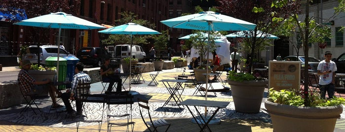 Pearl Street Plaza is one of A Walk Through Historic DUMBO.