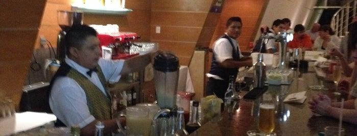 Mezcal Lobby Bar is one of Lugares favoritos de Dom.