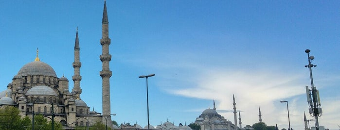 Yeni Cami Meydanı is one of Tempat yang Disukai Adil.