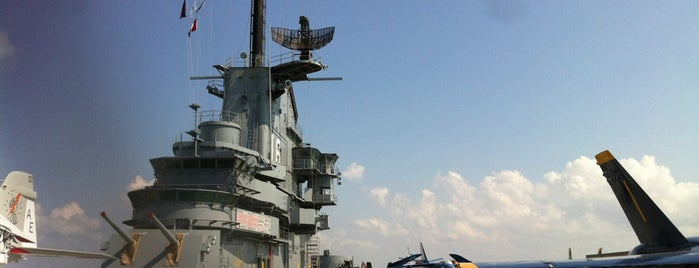 USS Lexington Museum On The Bay is one of Lupeさんの保存済みスポット.