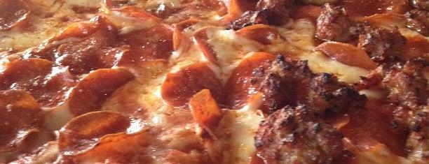 Lamppost Pizza is one of Posti che sono piaciuti a Won young.