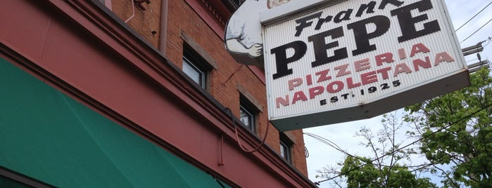 Frank Pepe Pizzeria Napoletana is one of Tempat yang Disimpan Julio.
