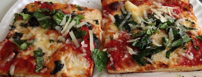 Williamsburg Pizza is one of Brooklyn Beta Pizza.