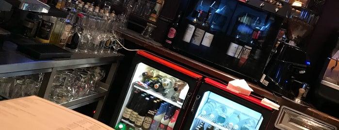 Ulysses Pub is one of Locais curtidos por Pavel.