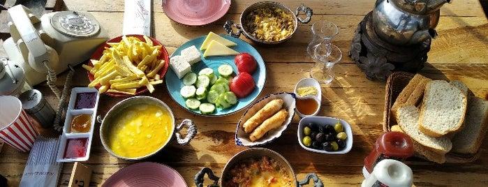 MarangozZ (Bahçe Cafe) is one of Görülmesi Gereken Yerler.