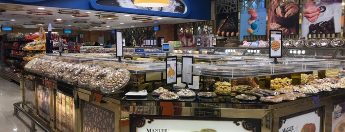 Manuel Market is one of Lugares favoritos de Haitham.
