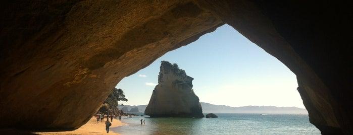 Cathedral Cove (Te Whanganui-A-Hei) is one of Nuova Zelanda.