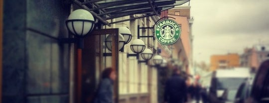 Starbucks is one of Lieux qui ont plu à Julia.