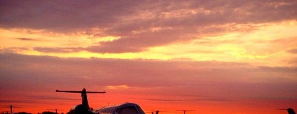Atlantic Aviation (TEB) is one of สถานที่ที่ IrmaZandl ถูกใจ.