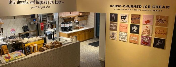 Founding Farmers First Bake Cafe & Creamery is one of Lugares favoritos de Joshua.