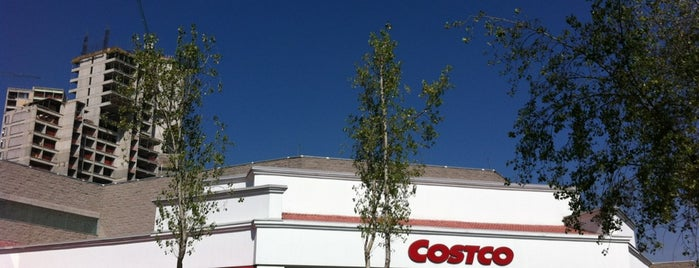 Costco is one of Orte, die Claudia gefallen.