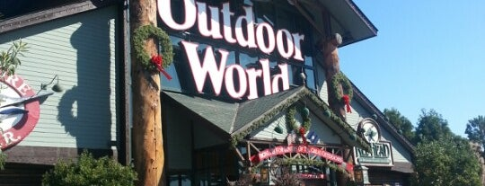 Bass Pro Shops is one of Kaitlyn'in Beğendiği Mekanlar.