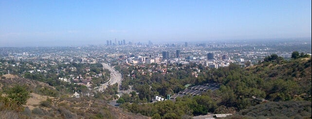 Hollywood Bowl Overlook is one of Tempat yang Disukai Brooke.
