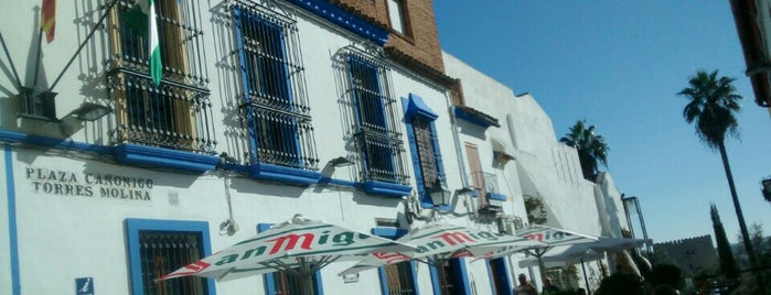 Hostal El Triunfo is one of militar.