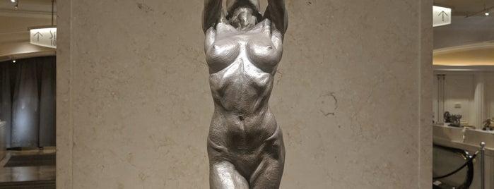Bellagio Gallery Of Fine Arts is one of Locais curtidos por Stephanie.
