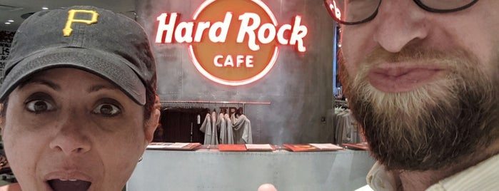 Hard Rock Cafe Tampa Airport is one of Posti salvati di Σam.