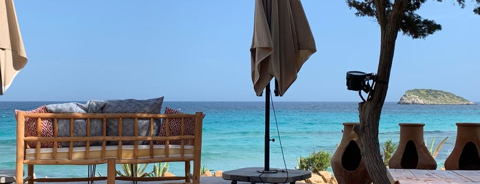 Aiyanna Beach Club is one of Balearics.