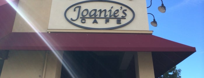 Joanie's Cafe is one of Cafés.