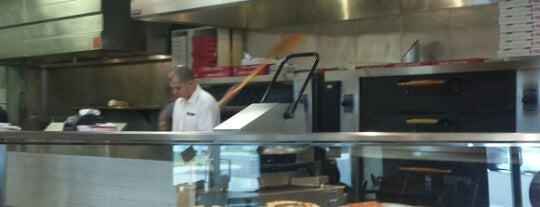 Tony Roni's Pizza is one of Lugares favoritos de Christopher.