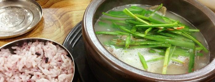 월강부산돼지국밥 is one of South Korea: Hongdae/Hapjeong.
