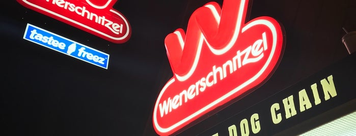 Weinerschnitzel is one of TheDLさんのお気に入りスポット.