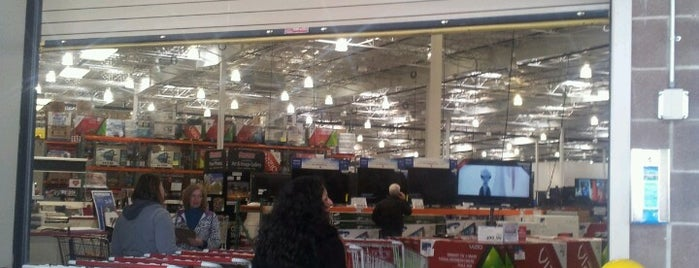 Costco is one of Lugares favoritos de Ryan.