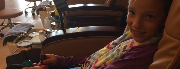 Bella Nails & Spa is one of Lugares favoritos de Kristen.