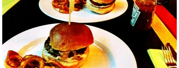 MOOD cafe - bar - restaurant is one of Nejlepší Burgery.