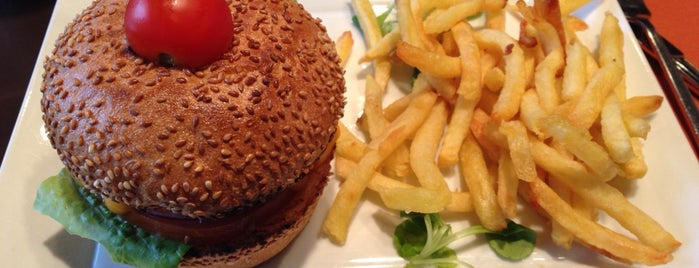 Razowski is one of Burgers in Paris.