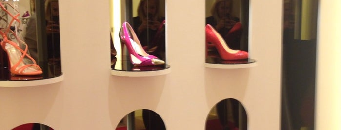 Christian Louboutin is one of Isabelle 님이 좋아한 장소.