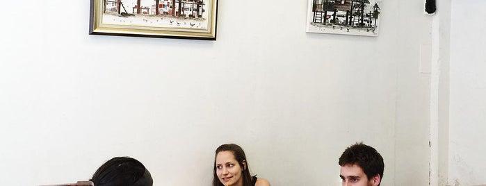 Mango Vegetarian & Vegan Restaurant and Arts Gallery is one of Locais salvos de Mariana.