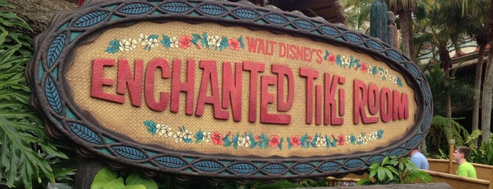 Walt Disney's Enchanted Tiki Room is one of Posti che sono piaciuti a Lindsaye.