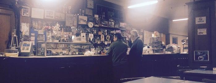 Santa Paula Café Bar is one of สถานที่ที่ Alejandro L ถูกใจ.