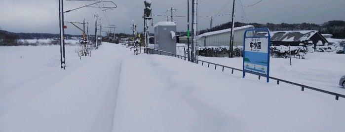 Naka-Oguni Station is one of JR 키타토호쿠지방역 (JR 北東北地方の駅).